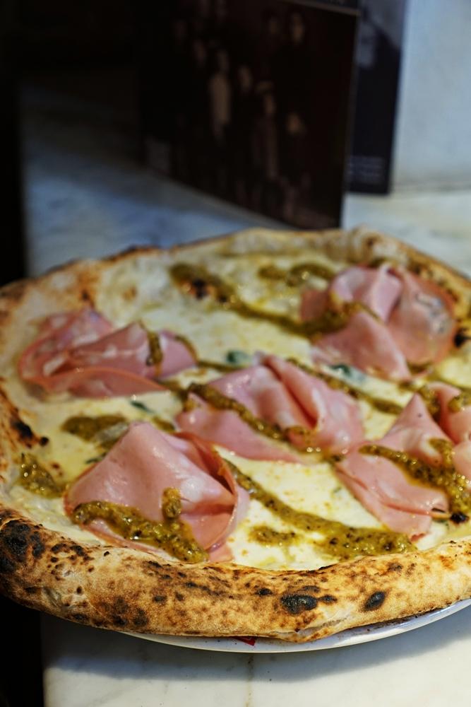 Neapol - stolica włoskiego jedzenia. Najlepsze pizze i nie tylko (ranking)!
