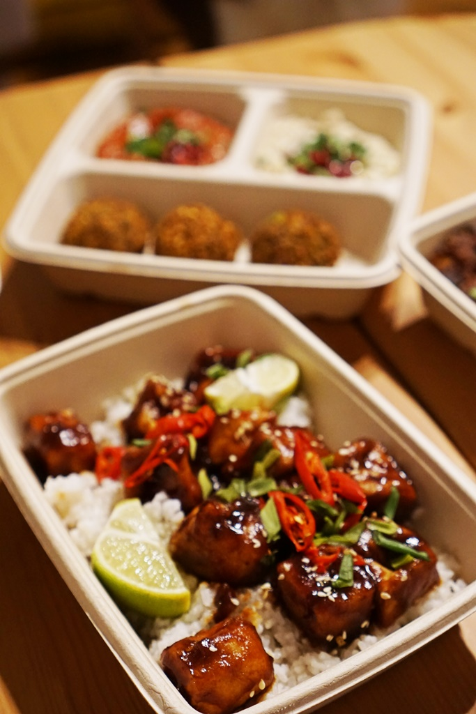 Tofu w sosie hoisin od Shuk